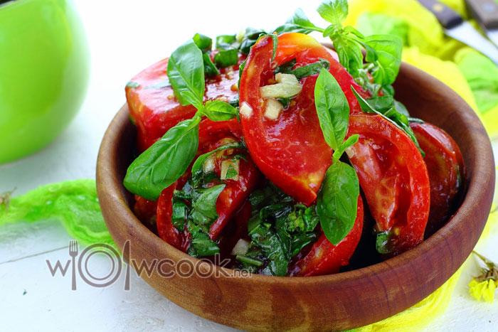 Рецепт салата из маринованных помидор