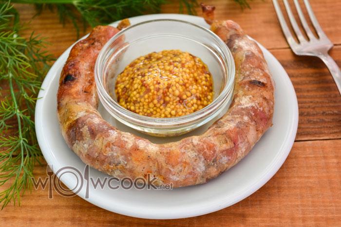 Колбаса в домашних условиях в кишках, рецепт с фото