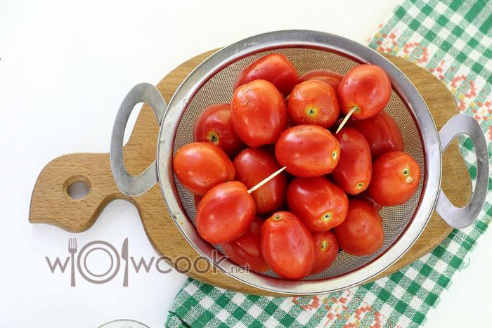 накалываем помидоры