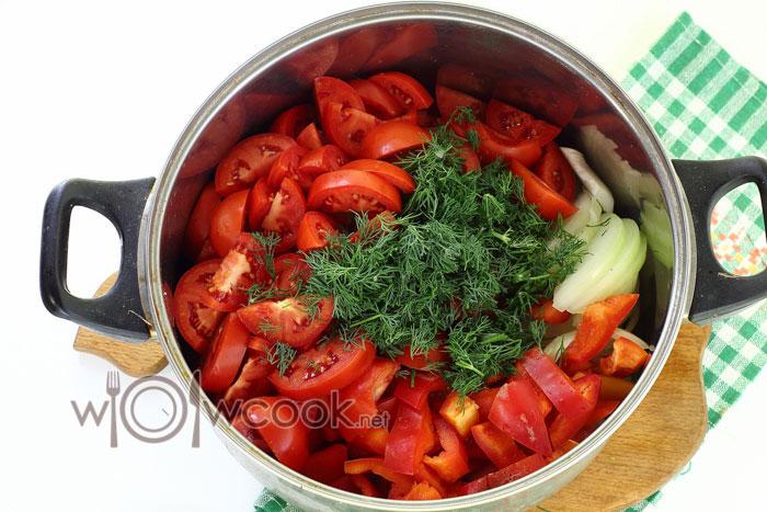 складываем овощи в кастрюлю