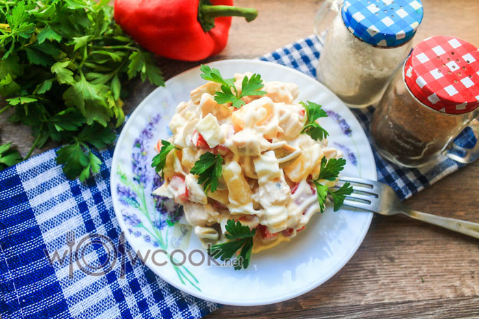 Рецепт салата с курицей, ананасами и маринованными грибами