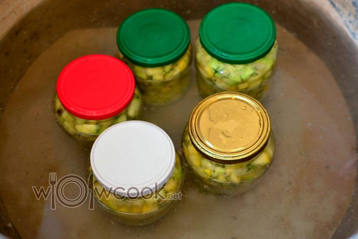 кипятим салатик в кастрюле