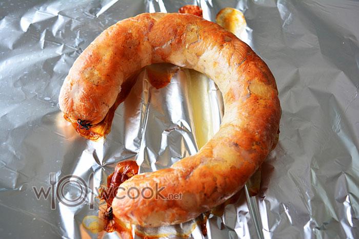 запекаем колбасу в духовке