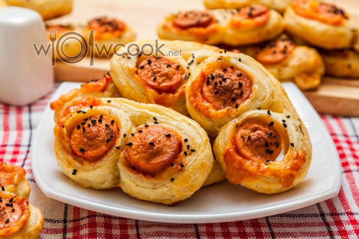 Слойки с сосисками и сыром