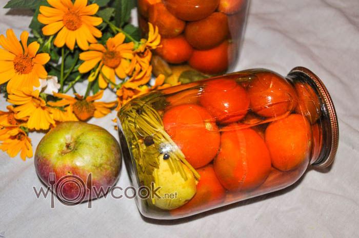 Маринованные помидоры с яблоками на зиму