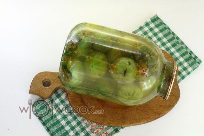 помидоры зеленые в банке