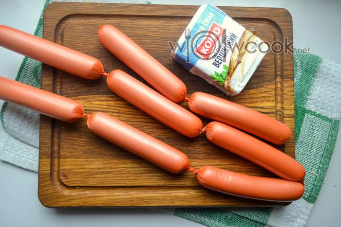Сосиски в тесте с сыром - рецепт пошаговый с фото