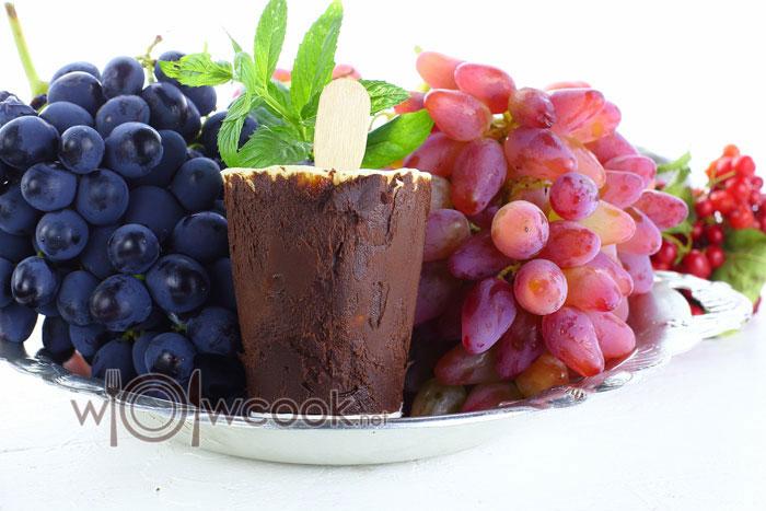 сливочное мороженое в шоколаде