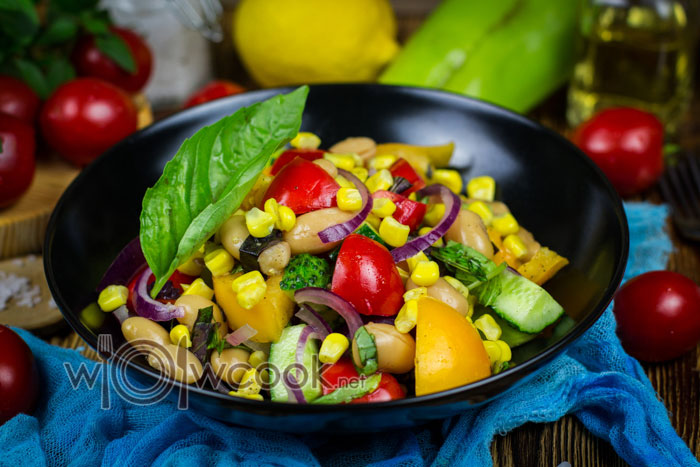 Салат с фасолью и кукурузой консервированной