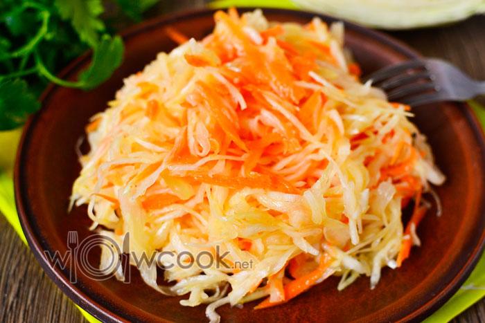 Салат из свежей капусты с уксусом и сахаром