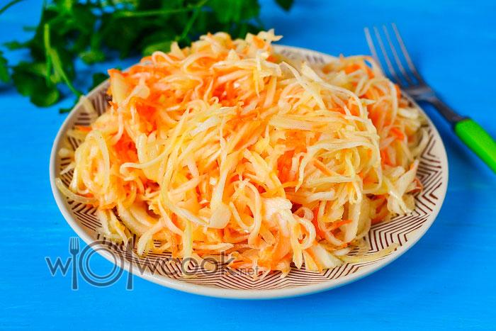 Салат из капусты и моркови с уксусом и сахаром