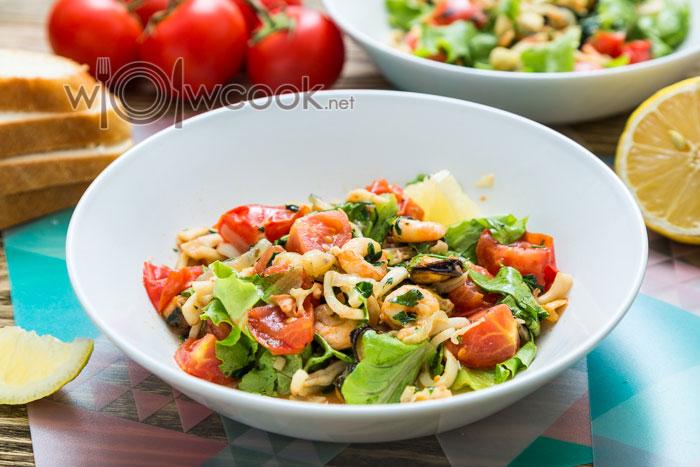 Теплый салат с морепродуктами, рецепт с фото