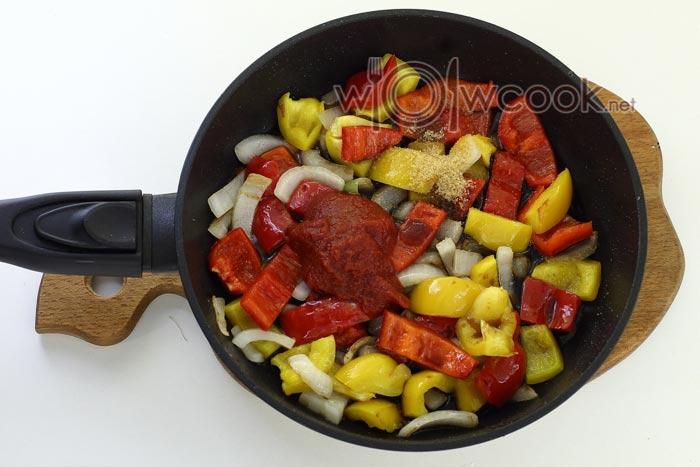 томатная паста и овощи
