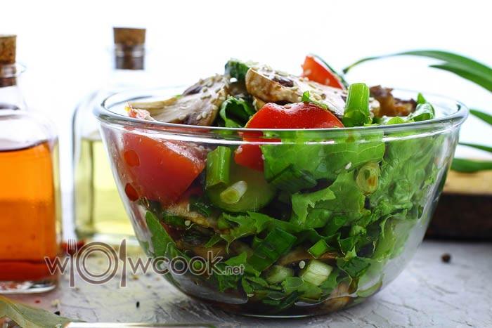 салат с шампиньонами, помидорами и огурцами
