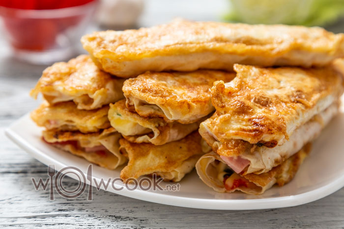 закуска из лаваша с начинкой: колбасой и сыром