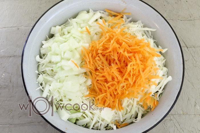 трем капусту и морковь