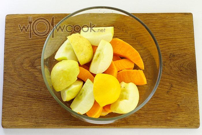 Заправляем тыкву с яблоками лимонным соком
