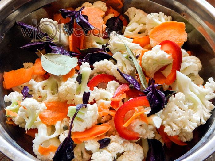 овощи и базилик