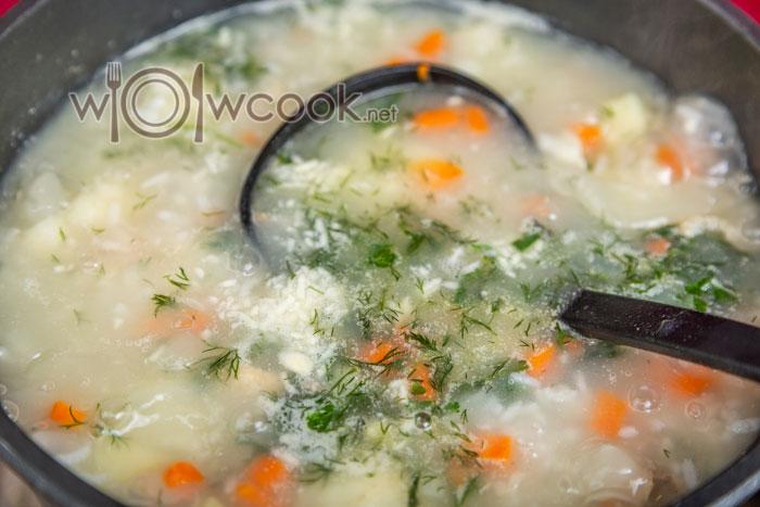 зелень и чеснок в супе