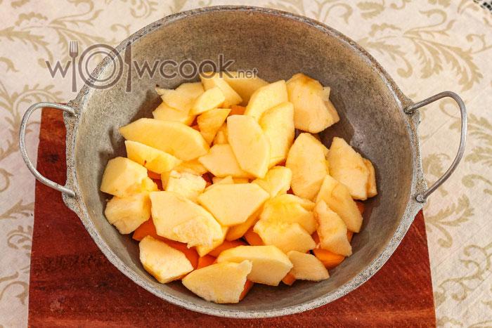 яблоки в тазике
