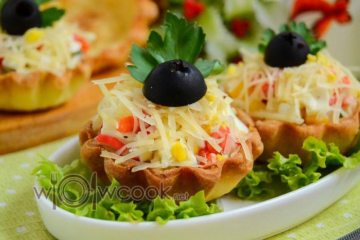 салат с крабовыми палочками в тарталетках