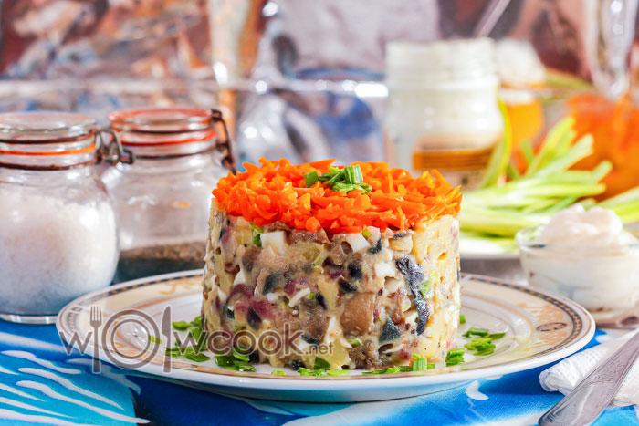 салат лисичкина шубка с селедкой и грибами