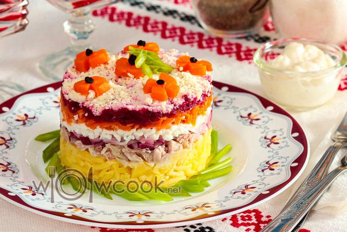 Курица под шубой салат со свеклой