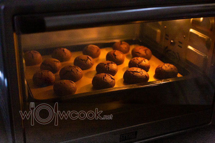 печенье выпекается