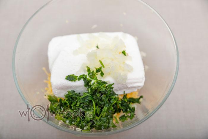 творог, сыр и зелень