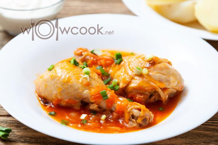 Куриные ножки на сковороде в томатном соусе