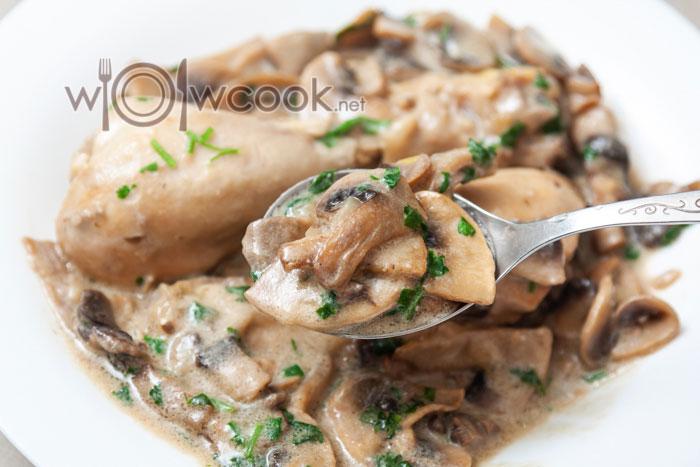 куриные голени со сметаной и грибами